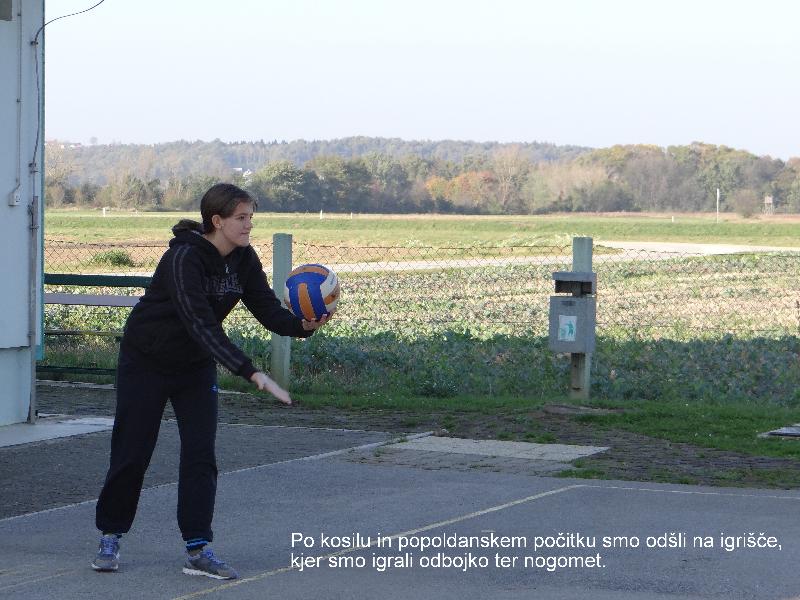 Po kosilu in popoldanskem počitku smo odšli na igrišče, kjer smo igrali odbojko ter nogomet.